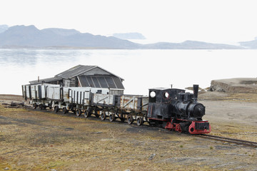 Photo sur Aluminium Pôle ny_alesund_train_2