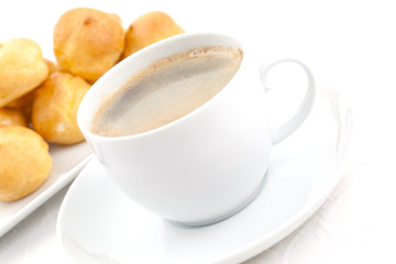 Kaffee und Windbeutel