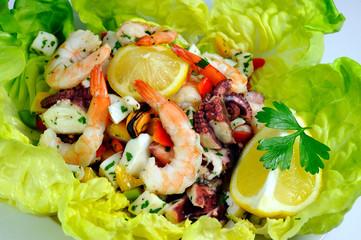 Meeresfrüchte auf Salatblättern