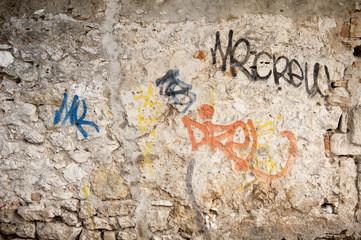 mur en pierre graffiti