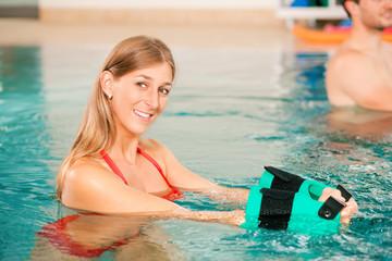 Wassergymnastik oder Aquarobic im Bad