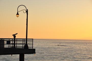 Sonnenuntergang am Pier am Meer