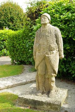 Statue d'un soldat