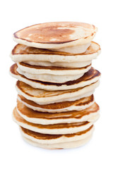 Pile de pancakes sur fond blanc