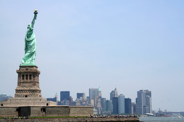 statue of liberty with copy space to the left