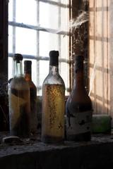 bottiglie antiche di vino