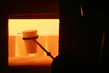 melting pot with liquid metal