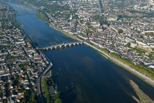 Vue aérienne de Blois  et de la loire