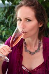 Photos illustrations et vid os de coupe de champagne - Boire une coupe de champagne enceinte ...