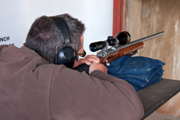 man rifle shoot