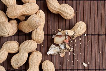 Erdnüsse geschält geknackt