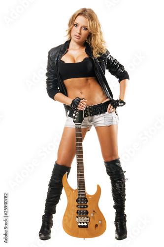 devushka-s-gitaroy-eroticheskie-foto