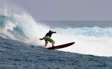 adrénaline et équilibre sur la vague