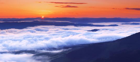 Foto op Plexiglas Heuvel sunset is in mountains