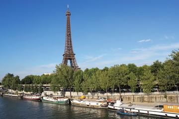 Stadthafen und Eiffelturm