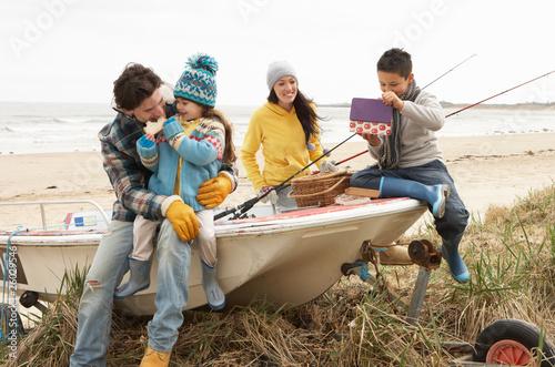 на рыбалке вся семья стихи