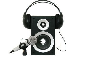 Lautsprecher mit schwarzen Köpfhörer