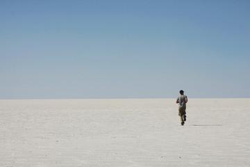 di corsa nel deserto