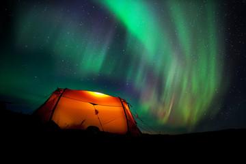 Nordlichter über dem Zelt