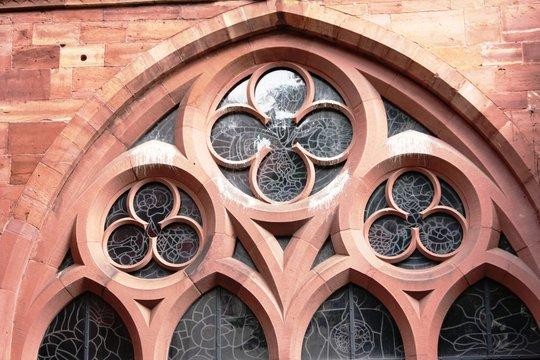 Kirchenfenster gotisch-romanisch