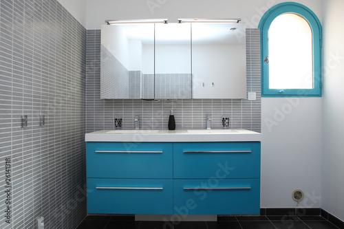 Salle De Bain Grise Et Bleu Turquoise Photo Libre De Droits Sur La