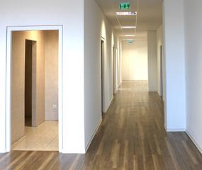Büroräume  langer Flur