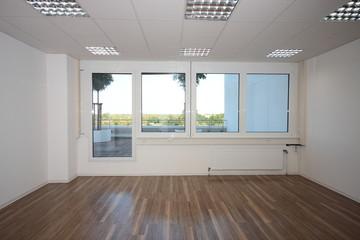 Büro  leer ohne Möbel mit Ausblick