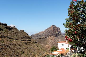 Bergdorf in der Vulkanlanschaft von Gran Canaria