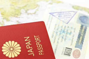 パスポートとビザと地図