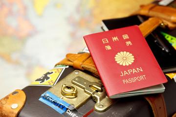 パスポートとスーツケース