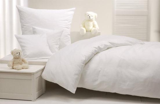 Weißes Kinderbett