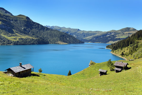 lac de Roselend dans les Alpes