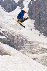 Fototapete - Freerider, jumping in a mountains
