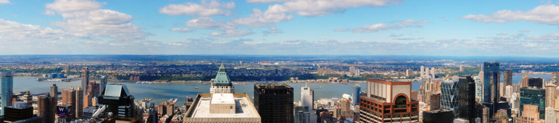 Panoramic skyline of New York City facing west from midtown.