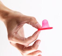 Hand mit Kondom