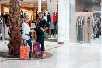femmes shopping - centre commercial