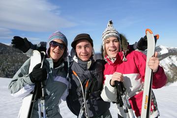 Groupe d'amis à la neige