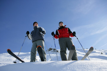 Hommes à la neige