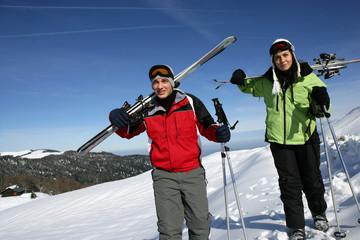Homme et femme neige