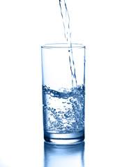 poruing water