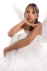 jeune adolescente regardant vers le ciel - ange
