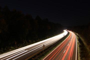 Lichtspuren auf Straße