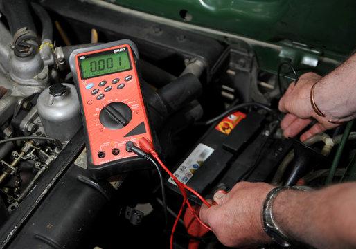 testing a flat car battery 0.01 volts
