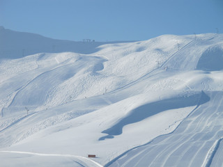 Extensive ski slopes and powder snow off piste