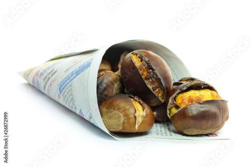 Cornet de ch taignes grill es photo libre de droits sur la banque d 39 images image - Calories chataignes grillees ...