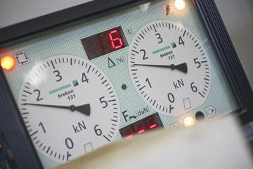 Measure car brakes