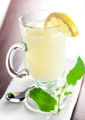frischer Zitronentee