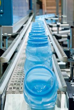 Serienfertigung von Kunststoffbehältern