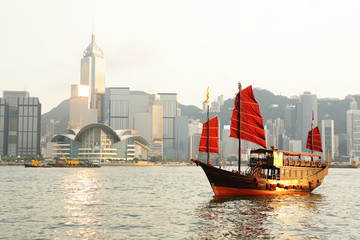 Fototapete - Hong Kong harbour with tourist junk