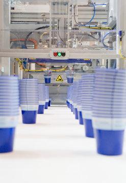 Serienfertigung von Kunststoffbechern